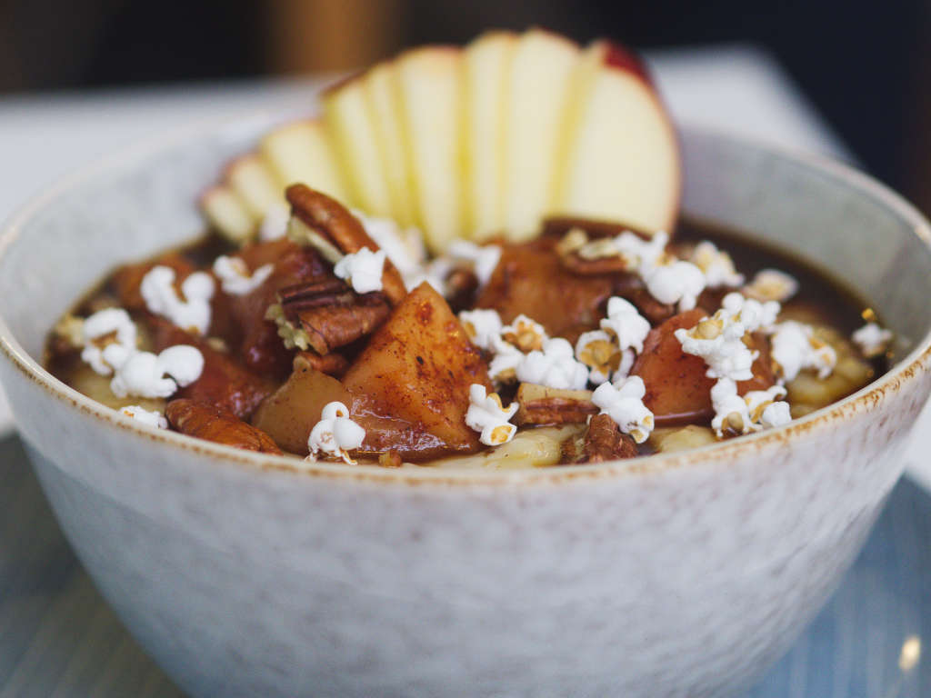 Vegan cinnamon porridge at Brochan, Edinburgh